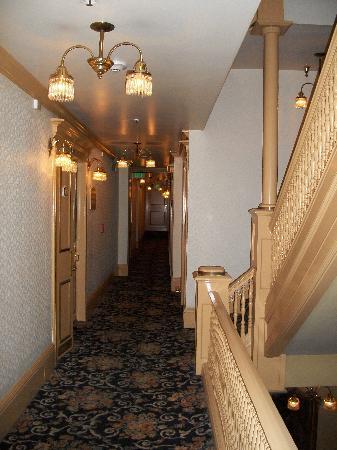 โรงแรมมาเจสติค: Hallway