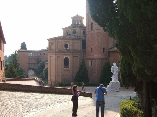 Asciano, Italy: モンテ・オリヴェート・マジョーレ修道院