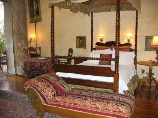 Ant Street Inn: 115 San Antonio Bedroom: 1 Queen-size bed, canopy, fireplace,  Whirlpool for 2, shower, porch