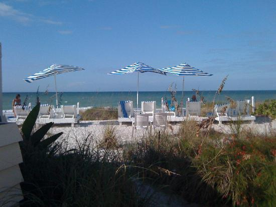 Bungalow Beach Resort: Great private, quiet spot for sun and relaxation.