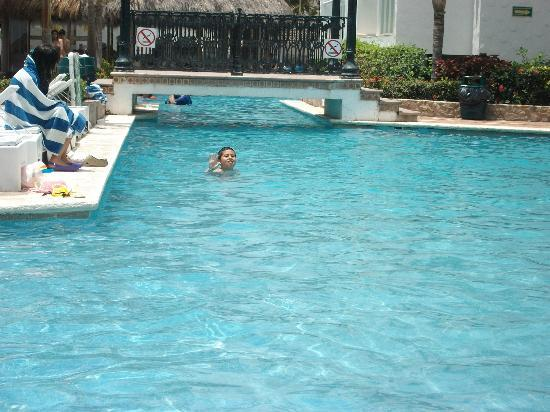 Villa Varadero Hotel & Suites: Una de las tres albercas..