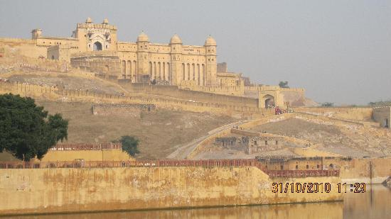 Jaipur Friendly Villa: The magnificent Amber Fort on a hill, Jaipur