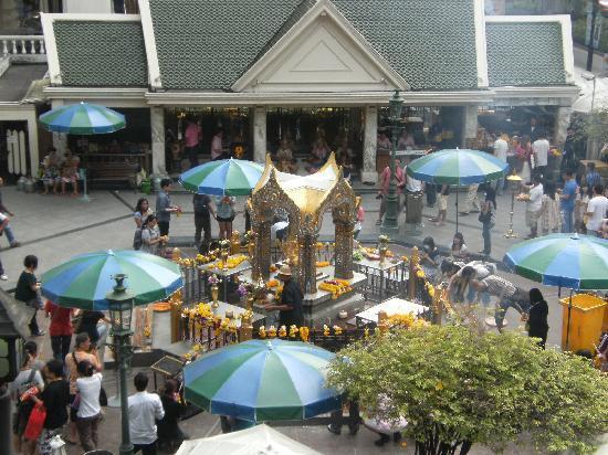 Erawan Shrine (Thao Mahaprom Shrine): 祠の様子