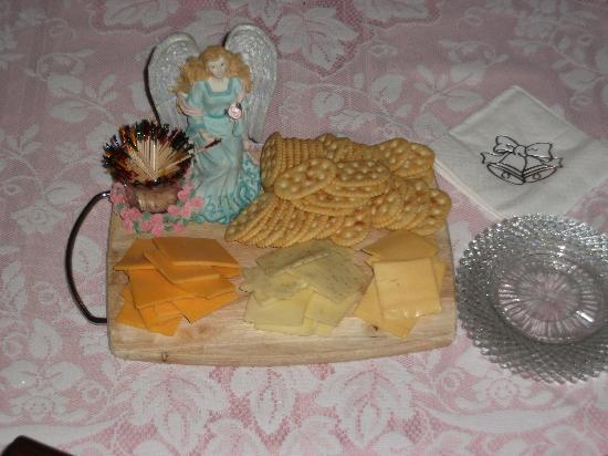 Angels' Watch Inn Bed and Breakfast: Our Cheese Plate