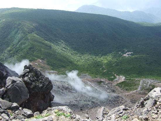Nasudake, chausudake Mountain: 頂上から 地獄谷?