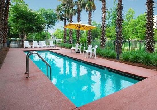 MainStay Suites : Great Clean Pool . Kids love it