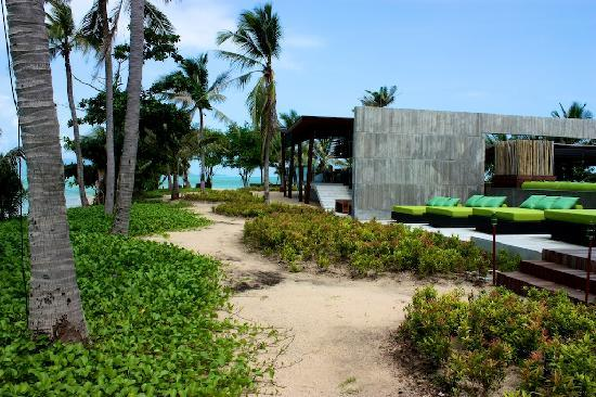 W Koh Samui: Ocean path and edge of Sip bar