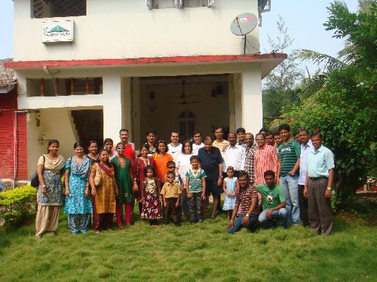 Sarve Huts: Group gathered for a photo
