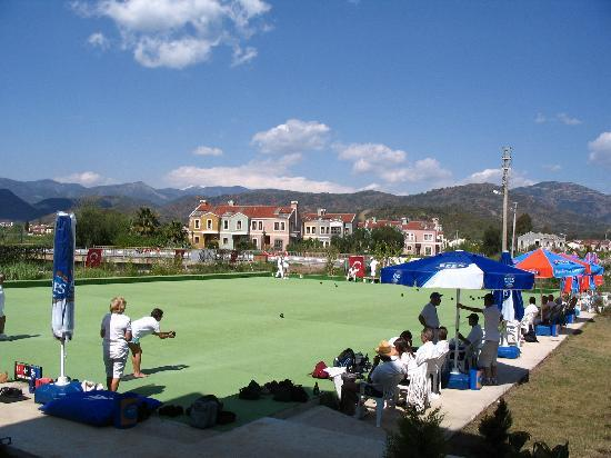 Oykun Hotel: first and only flat green bowling in Turkey