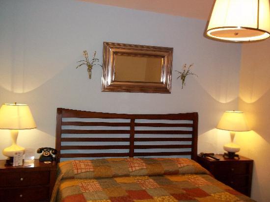 South Beach Plaza Villas: The Big King Bed