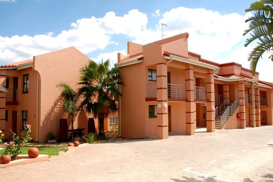 Eagles Nest Lodge & Conference centre: Spacious rooms and ample parking