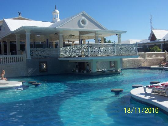 swim up bar picture of clubhotel riu negril negril. Black Bedroom Furniture Sets. Home Design Ideas