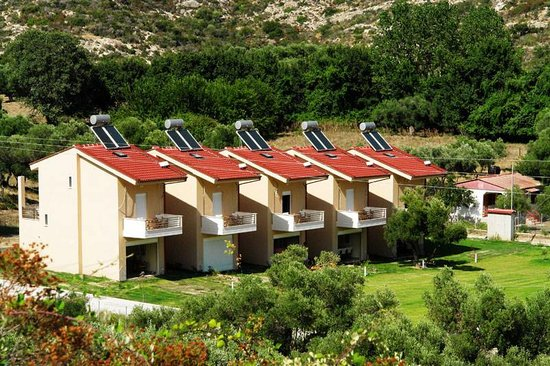 Parea Kalamitsi: homes with garden