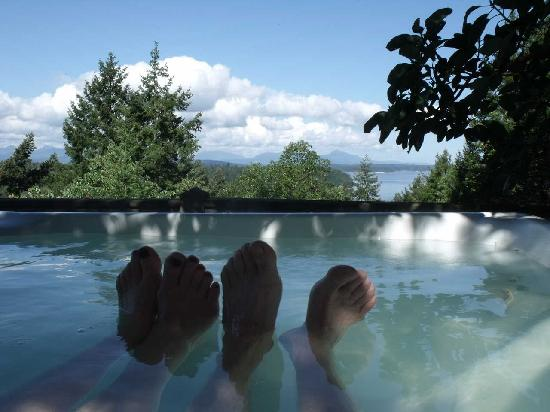 Cufra Cliffs Bed & Breakfast: A hottub for two!