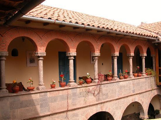 Tupac Yupanqui Palace Hotel : arquerias coloniales