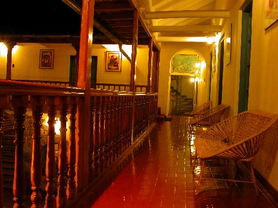 Tupac Yupanqui Palace Hotel : balconeria tallada