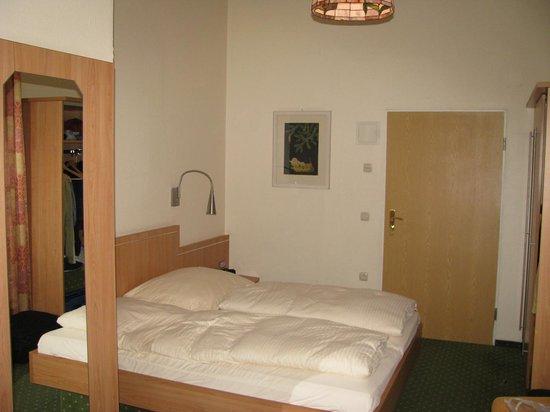 Hotel Uhland : The bed