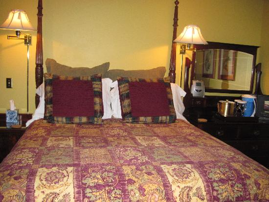 Applewood Inn: Our Room