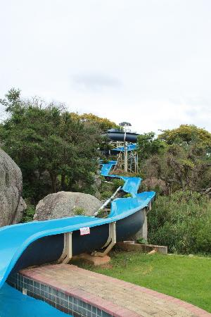 Paulpietersburg, South Africa: Slide into Pool