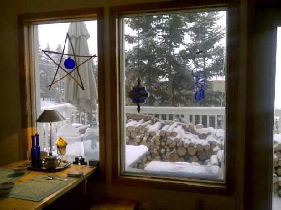 Blue Raven B&B: Dining Room Window