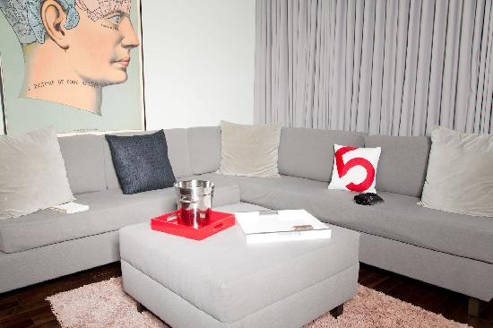 Palihouse West Hollywood: Sofa area.