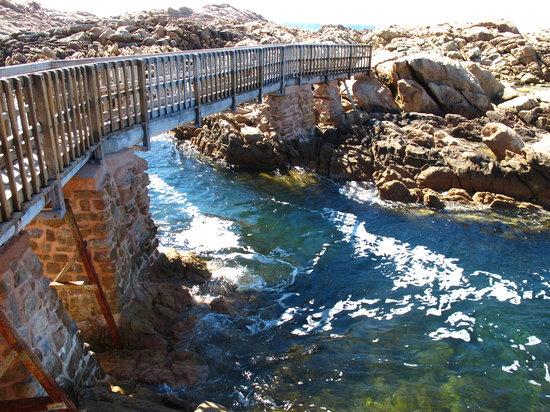 يالينجاب, أستراليا: Canal Rocks
