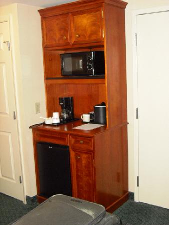 Hilton Garden Inn Allentown-Bethlehem Airport: Frig and microwave