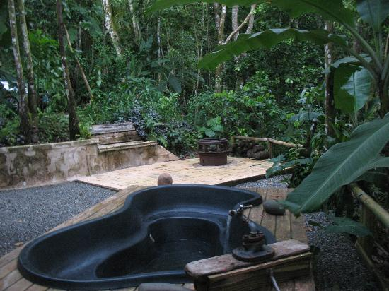Las Marias, Porto Rico: The terrace with hot tub and a private jungle valley