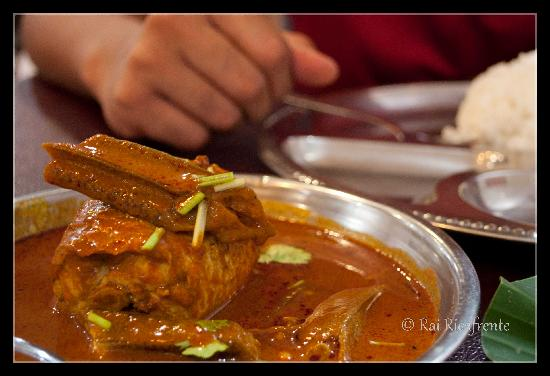 Jothy's Fish Head Curry and Banana Leaf Restaurant: Fish curry at Jothy's