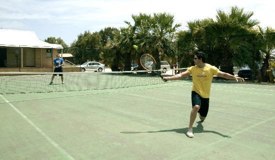 Monkey Mia, Australia: Tennis Court