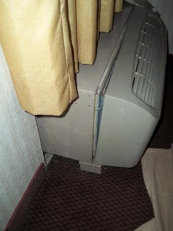 Best Western Plus Richmond Airport Hotel: Broken Heater
