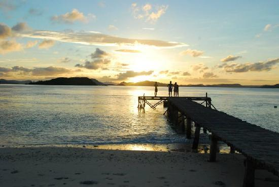 Mangenguey Island: view of the sunrise from the beach cottages