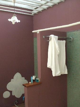 The Old Charm Hostel: bathroom
