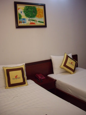 Ellyse Nga Khanh Hotel: twin bed room