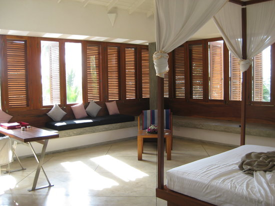Frangipani Tree: A massive bedroom, with windows on 3 sides overlooking the scenery