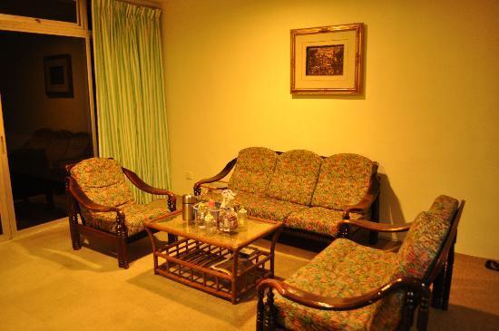 The Pines Resort: Living room