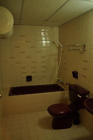 The Pines Resort: Bathroom