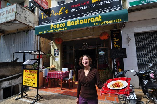 Tu Anh's Peace Cafe: Front of Tu Ahn's Cafe