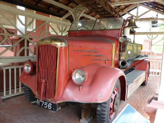 Stadthuys : スタダイス外に展示された消防車