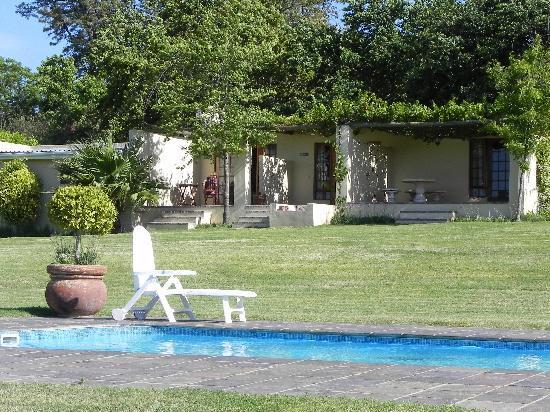 Cultivar Guest Lodge: Zwambad
