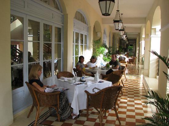 Raffles Hotel Le Royal: Desayuno
