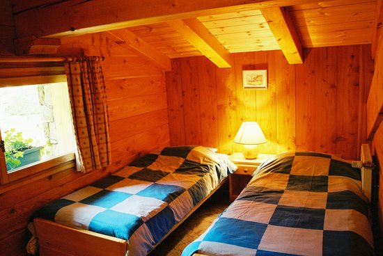 Ski Breezy - Chalet D'Ile: Twin room upstairs