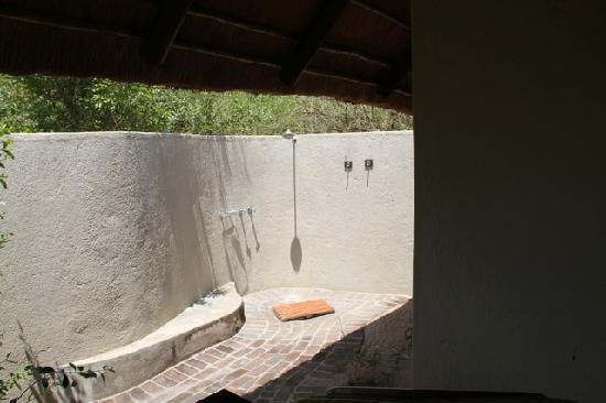 Sabi Sabi Little Bush Camp: The outdoor shower is nice on a warm day