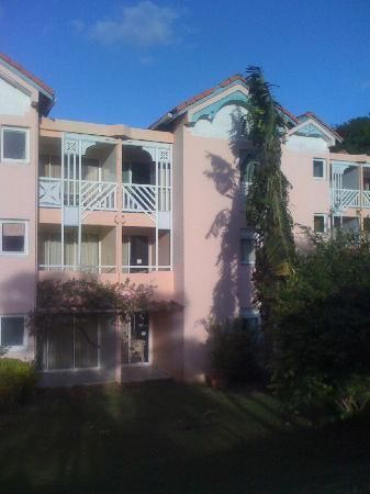 Le Hameau de Beauregard: Apt 86 2ème étage côté jardin piscine
