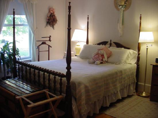 The Seven Hearths Bed & Breakfast: Peach Blossom Room