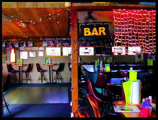 Bert's Bar & Grill: Relax and Enjoy