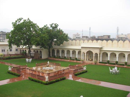 The Raj Palace Grand Heritage Hotel : interior courtyard