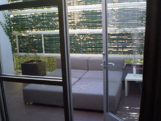 Palihouse West Hollywood: downstairs terrace