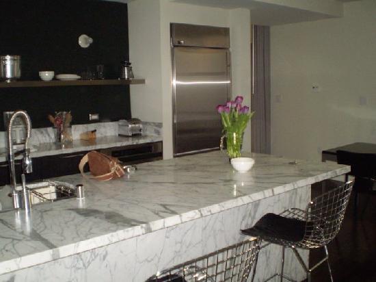 Palihouse West Hollywood: kitchen