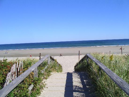 Ogunquit Resort Motel: Just half mile from fabulous Footbridge Beach
